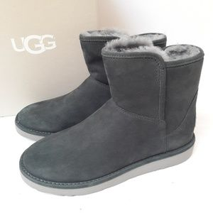 New UGG Abree Mini  boots Size 6